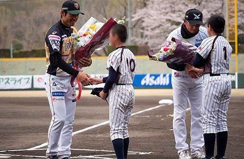 選手への花束贈呈