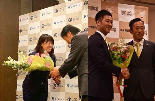 川端友紀選手兼ヘッドコーチ入団会見の花束贈呈